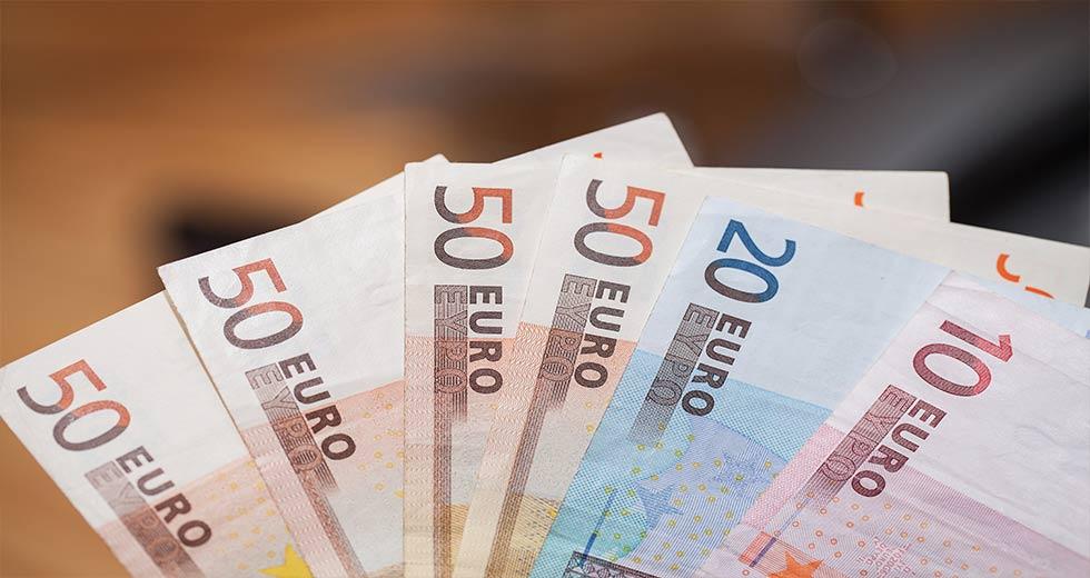 Άνοιξε η πλατφόρμα για τα 800 ευρώ στους επαγγελματίες – Αιτήσεις έως 24 Απριλίου